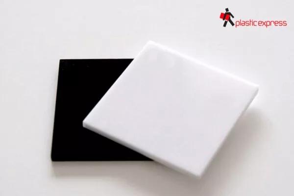 Metacrilato color blanco y negro opaco